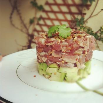 Tatar z tuńczyka z awokado