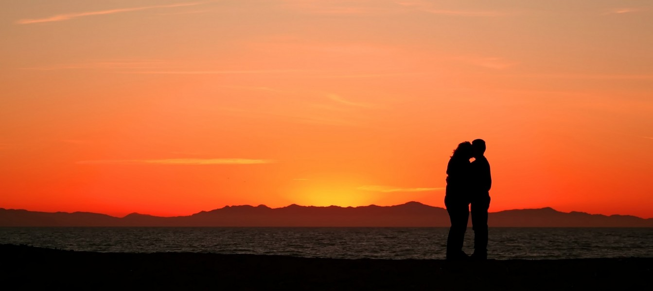 Couple embrace sunset 1
