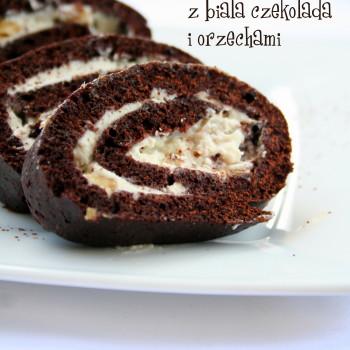 rolada z białą czekoladą i orzechami