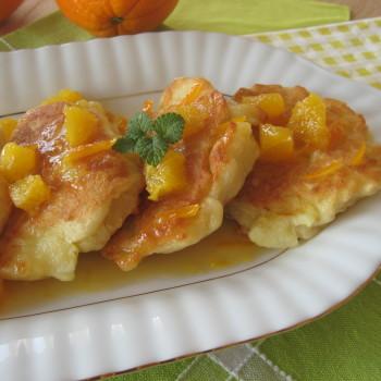 Racuchy z jabłkami i sosem pomarańczowym