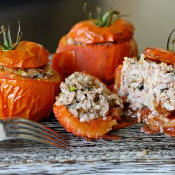 Pomidory faszerowane w stylu śródziemnomorskim