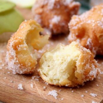 pączki-z-jabłkami-posypane-cukrem-001