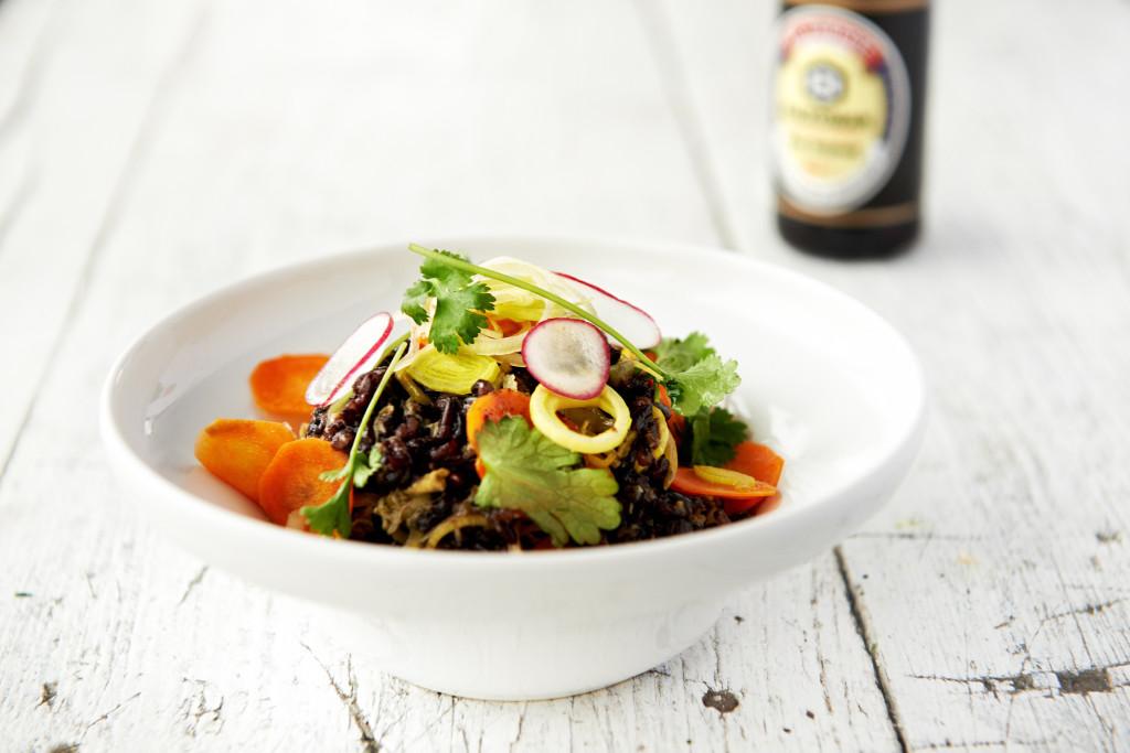 Czarny ryż smażony z warzywami Stir fry z selerem naciowym