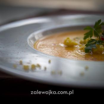 Zupa marchewkowa z dynią i kaszą jaglaną