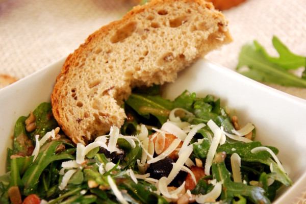 Salatka Z Rukola I Boczkiem Przepisy Salatki Wrzacakuchnia Pl