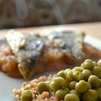 Ryba na musie z jabłek z kasza gryczaną i groszkiem 4