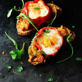 Papryka-z-Jajkiem-i-Hummusem-0
