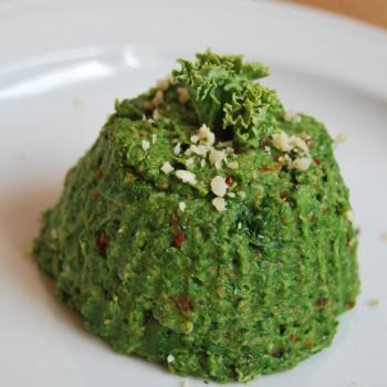 Wegańska pasta z jarmużem