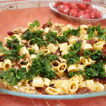 zapiekanka z jarmużem i suszonymi pomidorami