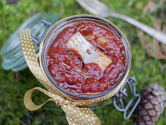 śledzie pomidorowo-korzenne