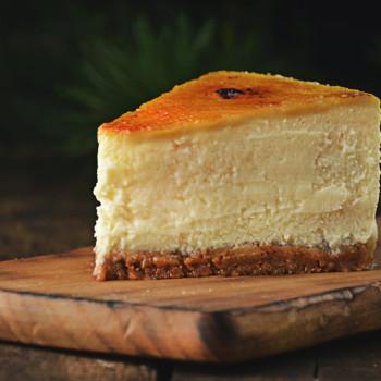 sernik z crème brûlée na spodzie ciasteczkowym