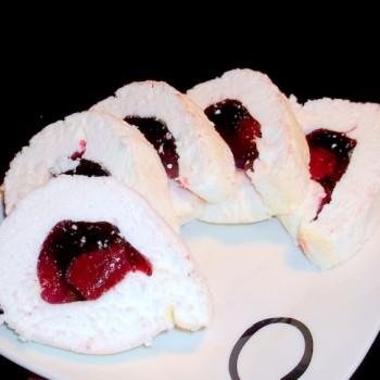 rolada bezowa z galaretką truskawkową (3)