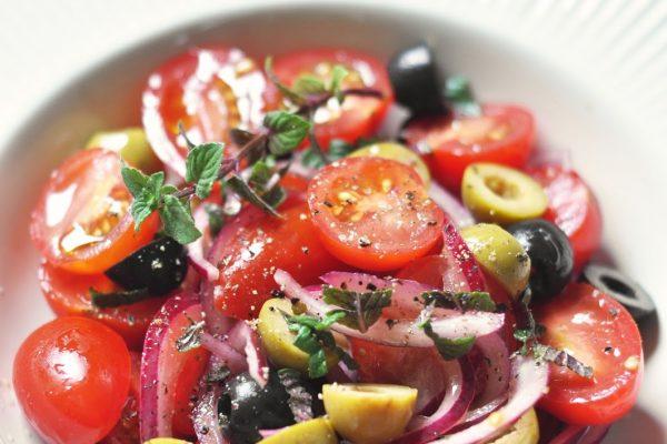 Zakąski - Sałatki z papryki, pomidorów