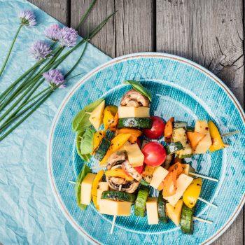 Szaszłyki z serem edamskim i grillowanymi warzywami_fot. MSM Mońki (1)