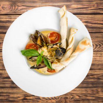 47852250 - clams.