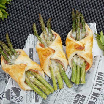 Bukiet-szparagów-z-prosciutto-i-parmezanem-w-cieście-francuskim-1
