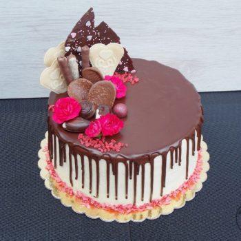 Tort-chałwowo-waniliowy-z-frużeliną-malinową