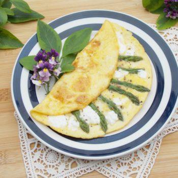 Omlet-francuski-ze-szparagami-i-kozim-serem-1