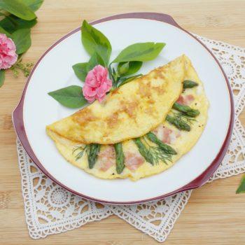Omlet-ze-szparagami-i-szynką-parmeńską