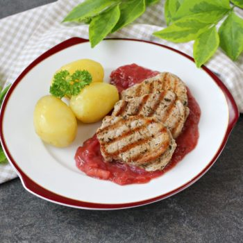 Polędwiczki-wieprzowe-z-sosem-rabarbarowym-1