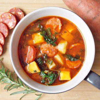 Portugalska-zupa-z-batatów-i-chorizo