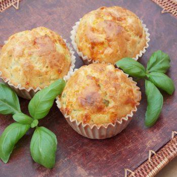 Wytrawne-muffiny-z-łososiem-i-cukinią