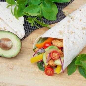 Tortille-z-kurczakiem-cajun-i-warzywami-1